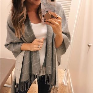 Gray and white Loft wrap